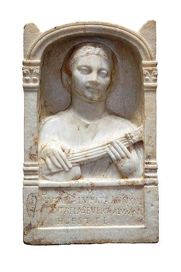 La imagen tiene un atributo ALT vacío; su nombre de archivo es escultura-funeraria-1.jpg